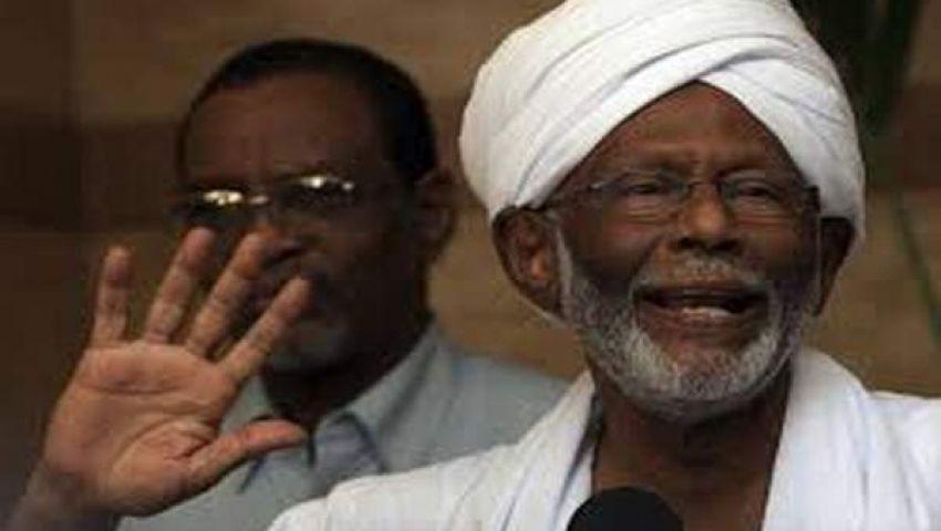 الترابى يرفض الخيار العسكرى لإسقاط النظام فى السودان