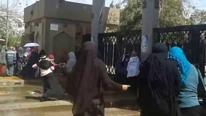 قوات الأمن تطارد فتيات الأزهر بيوسف عباس