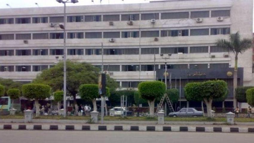 متظاهرون يغلقون مبنى محافظة الغربية