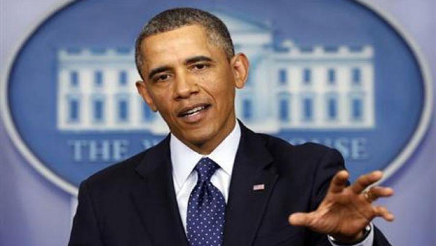 فيديو..أوباما يبرئ نفسه من قبلة ظهرت على قميصه