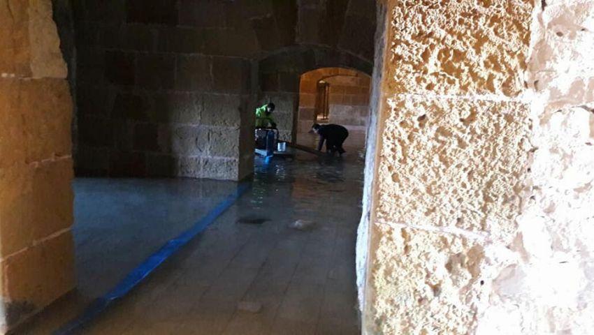 (صور) بين الغرق والانهيارات.. آثار الإسكندرية تصارع الـ«نوّات»
