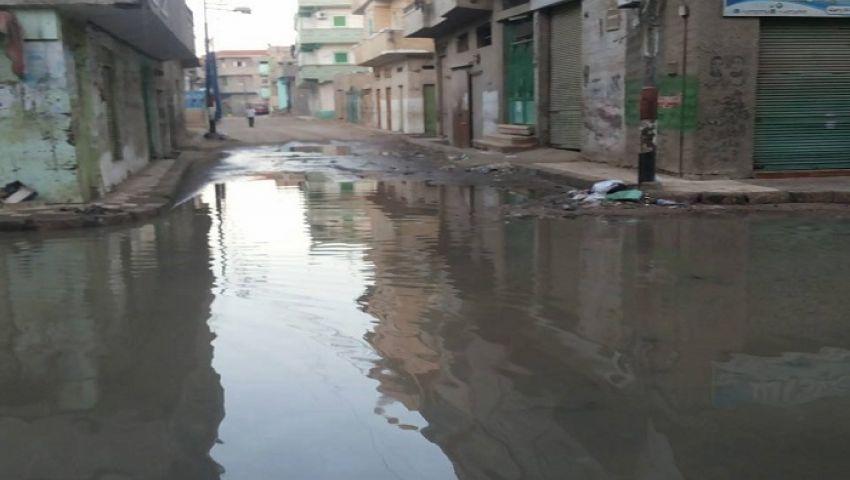 بالصور.. البوطة تغرق فى مياه الصرف ومخاوف من تفشي الأمراض