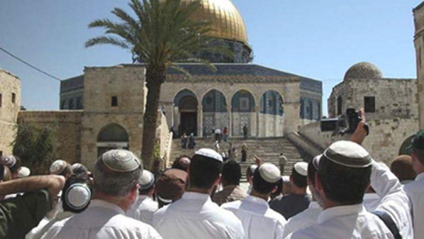 مستوطنون وجنود إسرائيليون يقتحمون الأقصى