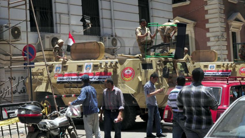 قوات الجيش تتسلم البنك المركزي بالإسكندرية