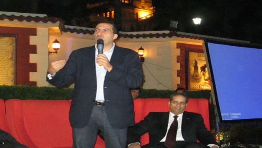 عمرو خالد يدعو المصريين لعدم الانسياق وراء الصراعات