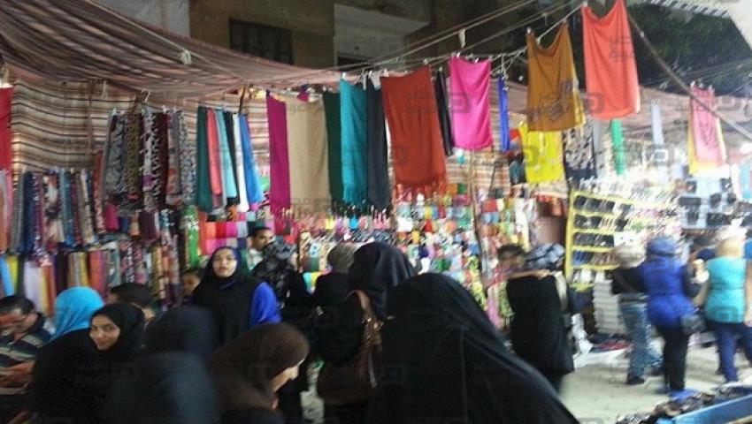 بالصور.. ملابس العيد بالإسماعيلية للفرجة وبس