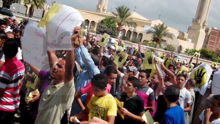 بالصور.. الدمايطة يتظاهرون بشعار رابعة