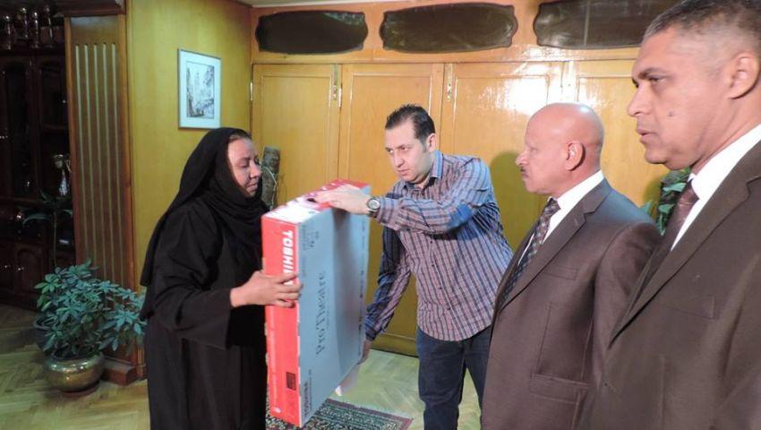 مدير أمن أسوان يكرم أمهات وزوجات ضحايا تفجيرات سيناء