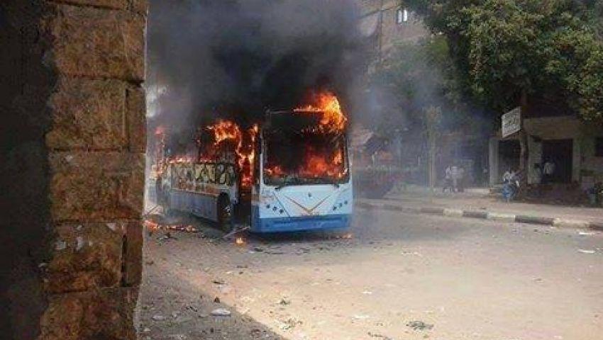 متظاهرون يحرقون أتوبيس نقل عام بالوراق