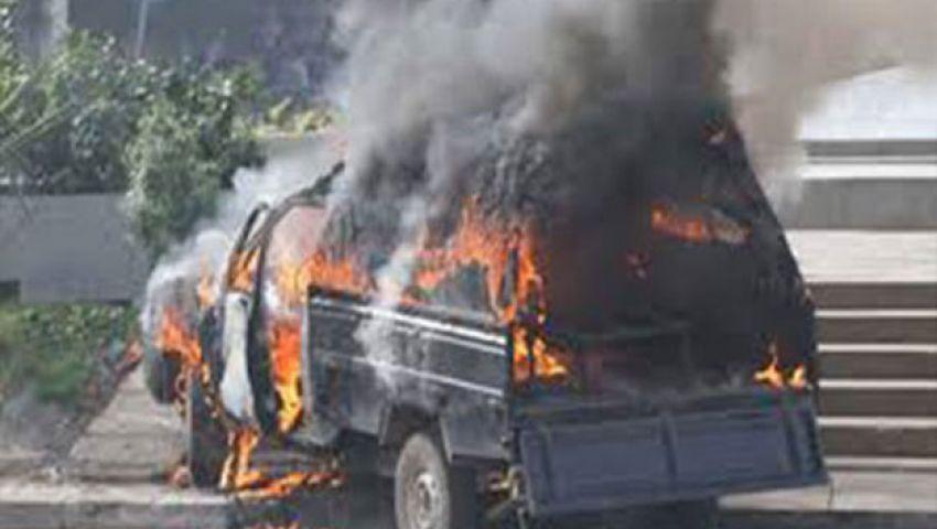 بالفيديو.. حرق سيارة ضابط شرطة ونقطة مرور بمدينة الفيوم