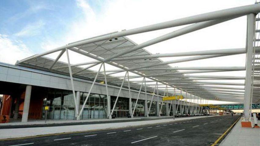 مطار القاهرة يستقبل 2 طن مفرقعات