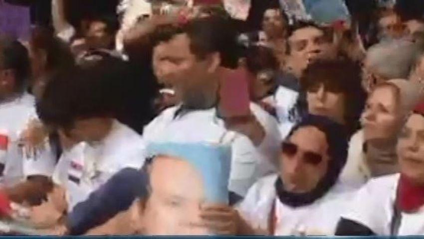 فيديو.. مصريون يحتشدون أمام الأمم المتحدة لتأييد السيسي