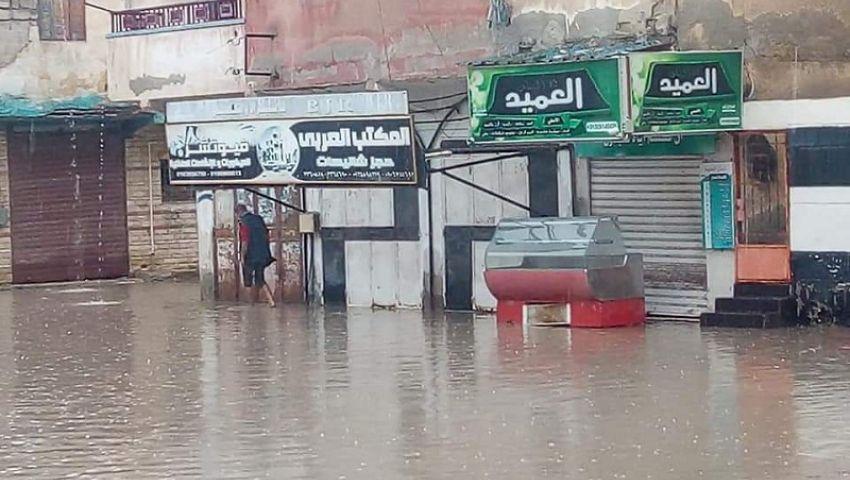 أهالي العريش: تراكمات الأمطار أغرقت بيوتنا.. وشركة المياه: «غصب عنا»
