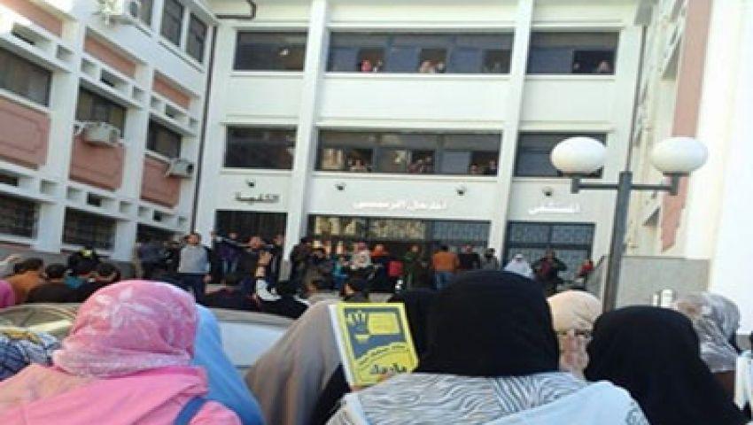 طلاب جامعة القناة يدخلون في إضراب عن الطعام