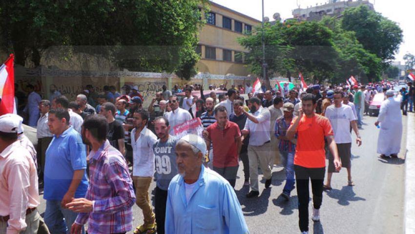 رويترز: مؤيدو مرسي يحتشدون والجيش يستعرض قوته