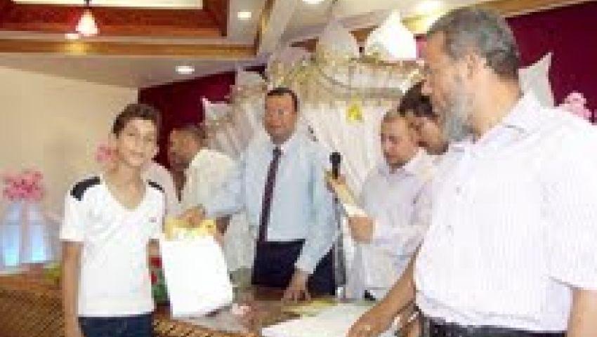 تكريم 353 طالبًا وطالبة من أبناء المعلمين بالفيوم