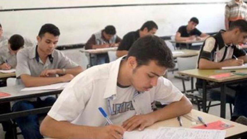 طلاب المرحلة الثانية يؤدون امتحان الميكانيكا