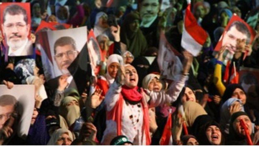 مسيرات ليلية لإخوان الإسكندرية لدعم مرسي