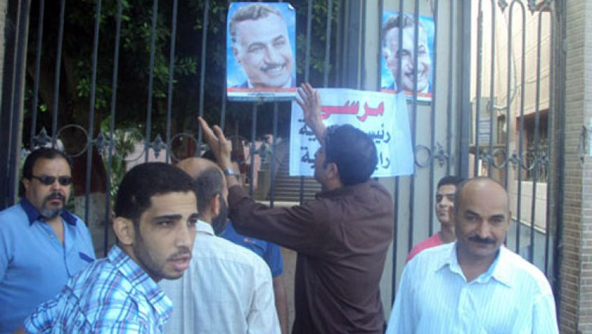 متظاهرون يغلقون الخدمات البترولية ومجلس مدينة بنها