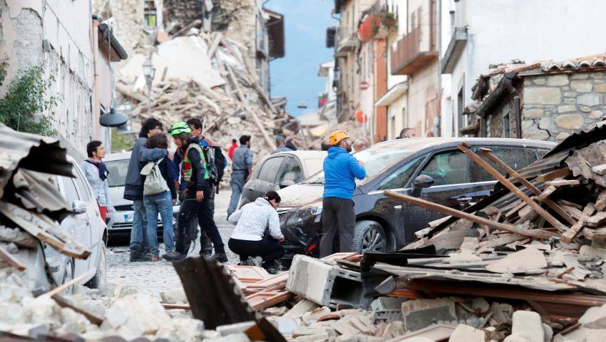 إيطاليا.. البابا يلغي عظته ويصلي من أجل ضحايا الزلزال