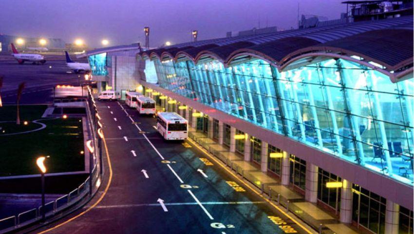 مطار القاهرة: لا قائمة لسياسيين ممنوعين من السفر