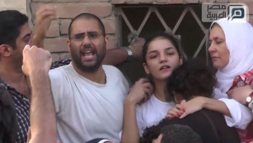 بالفيديو..علاء وسناء سيف الإسلام يتصدران عزاء والدهما بالتحرير