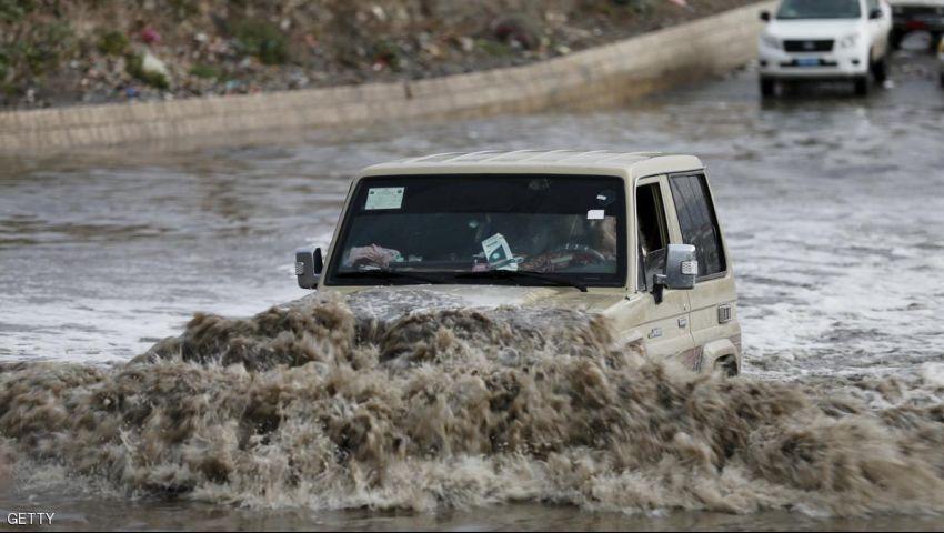 أمطار غزيرة وسيول في عدد من المحافظات اليمنية