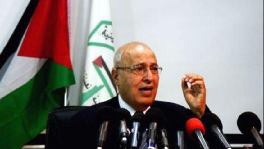 نبيل شعث يصل القاهرة ويتوجه إلى رام الله