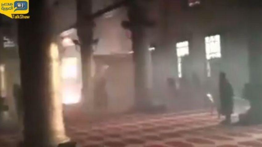 فيديو.. لحظة إطلاق الإسرائيليين النار داخل الأقصى اليوم