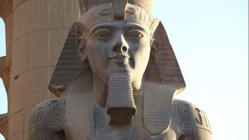 بالصور|  تمثال الملك رمسيس الثاني يعود لاستقبال زائري  معبد الأقصر