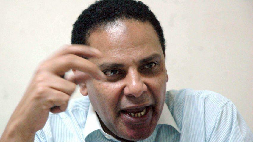 علاء الأسواني: ما يحدث مع مجدى حسين جريمة بشعة