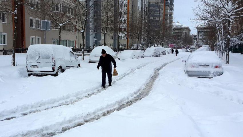 الثلوج تقطع الطرق في تركيا