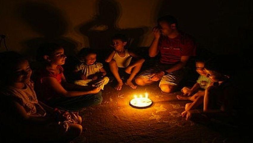 غزة.. ظلام يشتد وأزمات تؤرق تفاصيل الحياة
