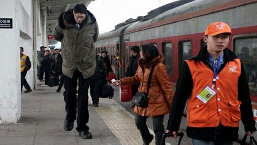 أطول رجل في آسيا يستبدل ساقيه