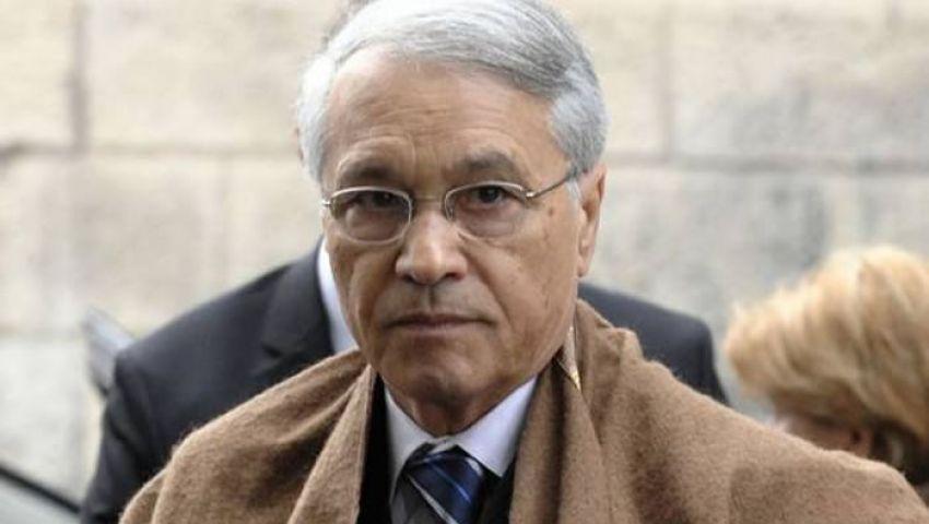 رغم اتهامه بالفساد.. استقبال شكيب بالجزائر يثير الجدل