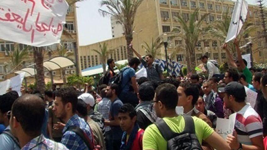 العشرات يتظاهرون بجامعة الوادي ضد السيسي والببلاوي