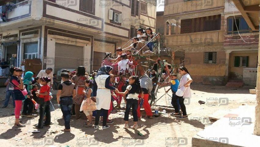 بالصور| الملاهي العشوائية ملاذ فقراء دمياط  في العيد