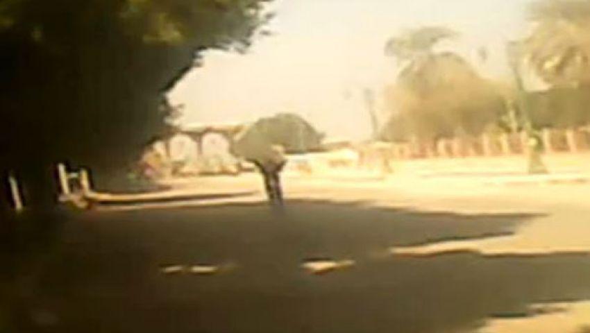فيديو.. مدرعة تدهس طالبًا أمام جامعة الأزهر بأسيوط