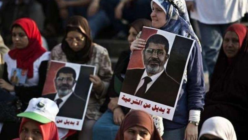 تظاهر عدد من مؤيدي «مرسي» على أحد مداخل ميدان التحرير