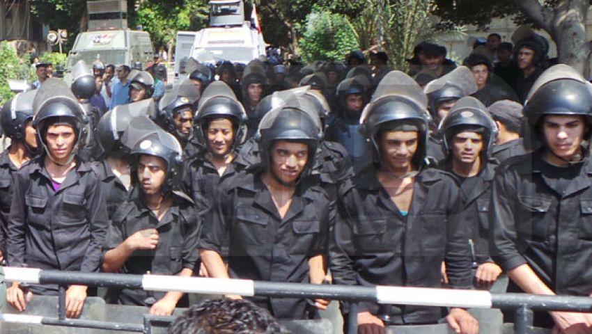 الأمن المركزي يقطع كورنيش النيل أمام مؤيديمرسي