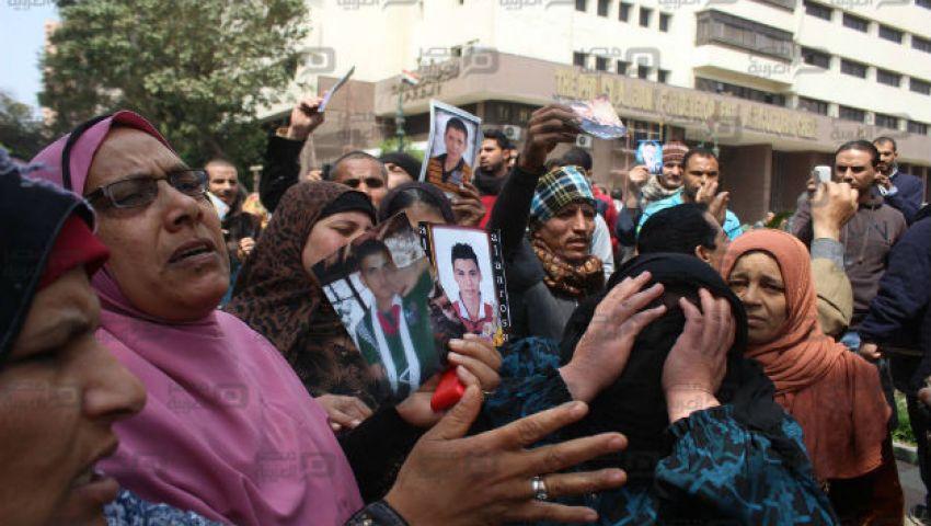 بالصور| أهالي المهاجرين غير الشرعيين يتظاهرون أمام النواب