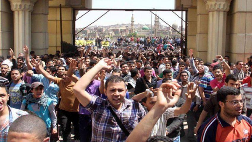 فيديو.. طلاب الأزهر يقطعون مصطفى النحاس اعتراضًا على اعتقال زملائهم