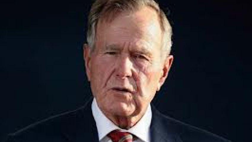 بوش الأب يحلق شعره تضامنًا مع طفل مصاب بالسرطان