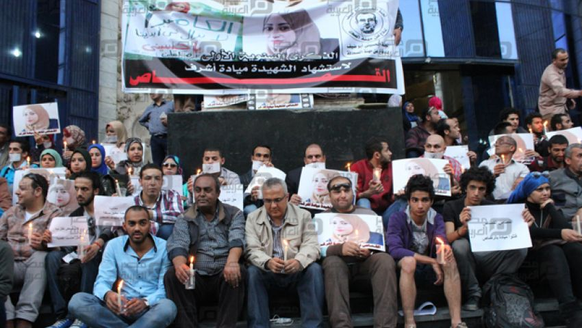 بالصور.. وقفة بالشموع على سلالم نقابة الصحفيين في ذكرى تأبين ميادة أشرف