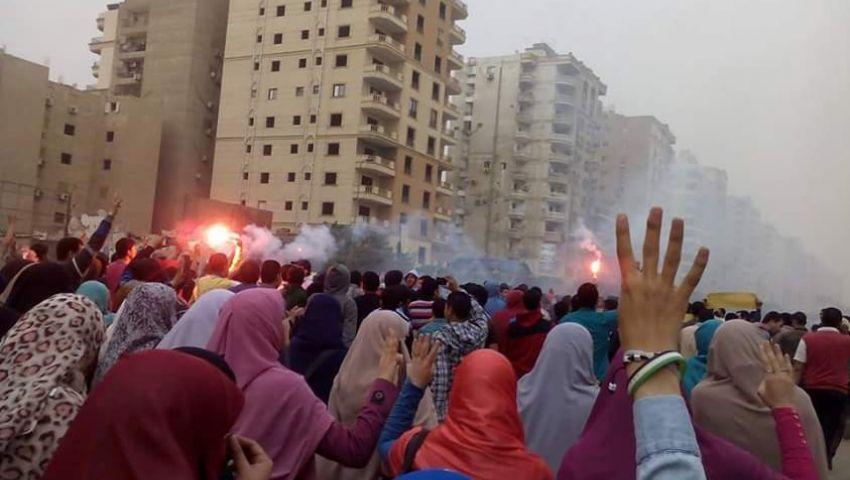 بالصور.. طالبات بالأزهر يتظاهرن بالحي العاشر للإفراج عن معتقلين