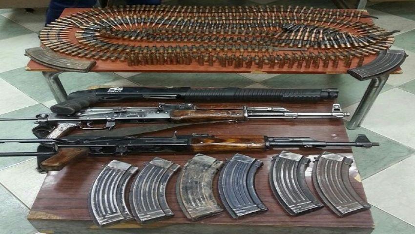 ضبط 15 قطعة سلاح و3370 قرصا مخدرا داخل منزل بقنا