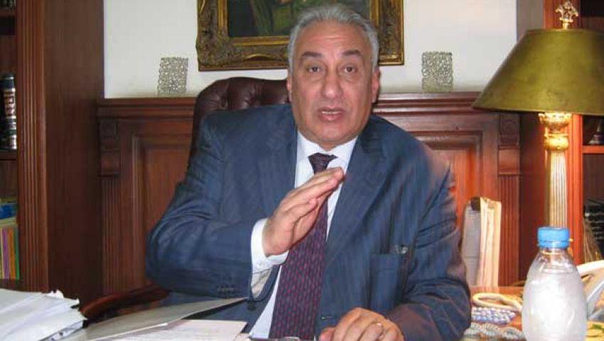 عاشور: موقف مبارك أمام المحكمة  أفضل من مرسى