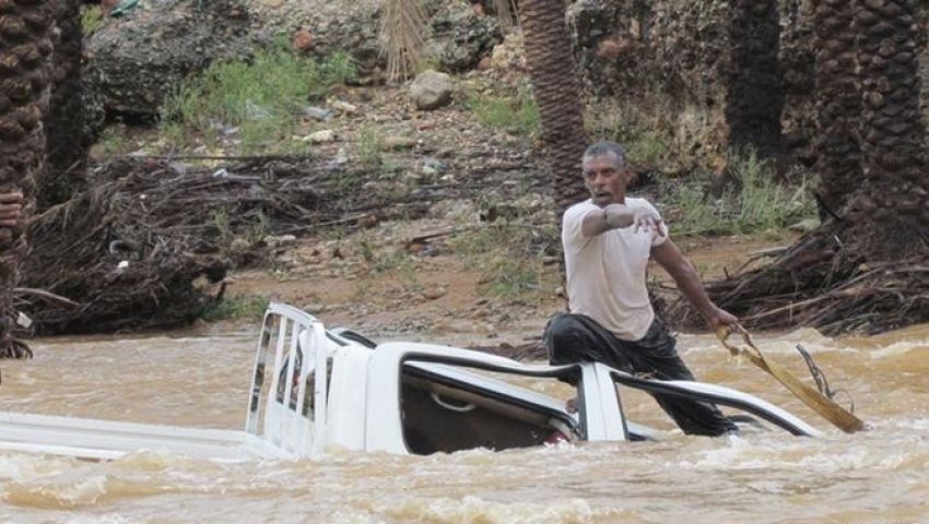 إعصار تشابالا.. إجلاء ألف أسرة يمنية من سواحل حضرموت