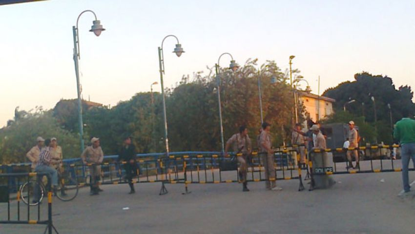 بالصور.. تكدس مروري لإغلاق الجيش طرق الإسماعيلية
