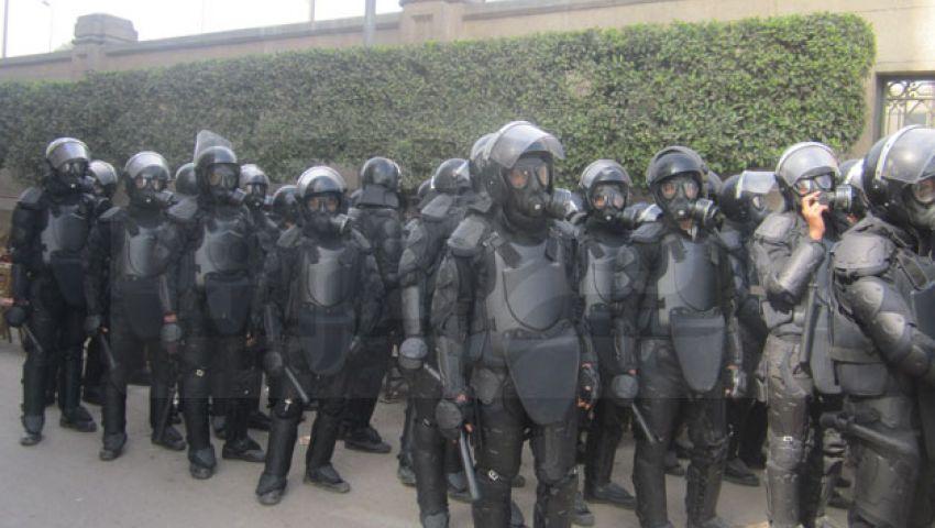 بالصور: تعزيزات أمنية تصل لجامعة القاهرة